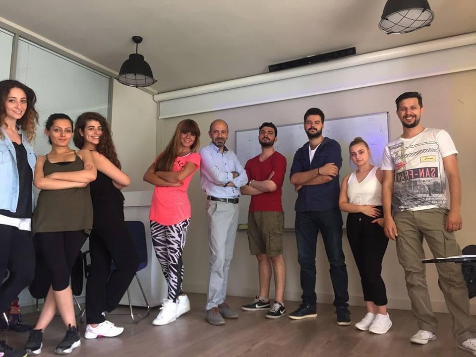 Atölye'de hayat var! Yeni oyuncu adaylarımız, Yrd. Doç.Dr.Melih  Korukçu ile birlikte İçsel İmaj Dışsal Etki Tasarımı dersinde..