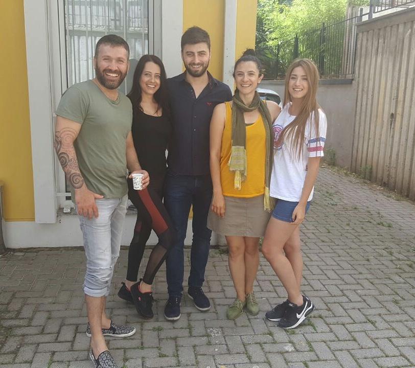 Özel kur öğrencilerimiz, Temel Oyunculuk ve Drama eğitmenimiz Burcu Salihoğlu ile birlikte..