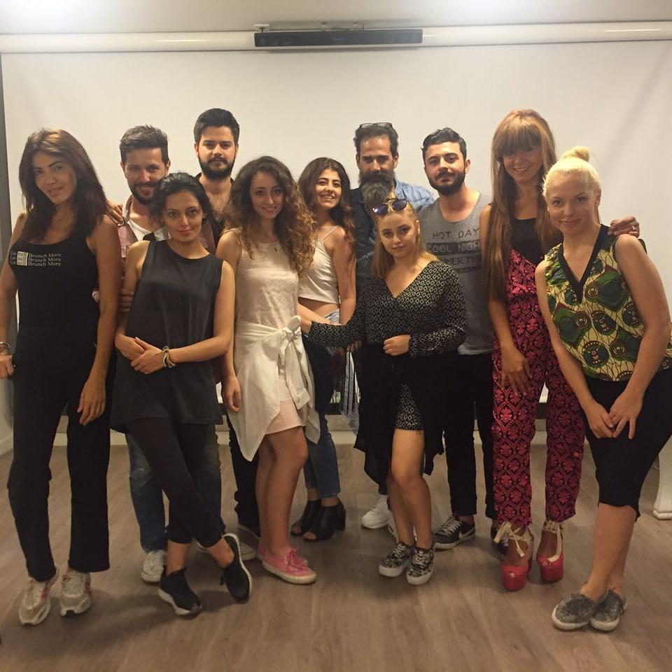 Yeni dönemin Doğru Fotoğraf dersi ile ilk buluşması! Fotoğraf Sanatçısı Şahin Tuhan eşliğinde gerçekleşen dersimiz inanılmaz keyifli geçti..