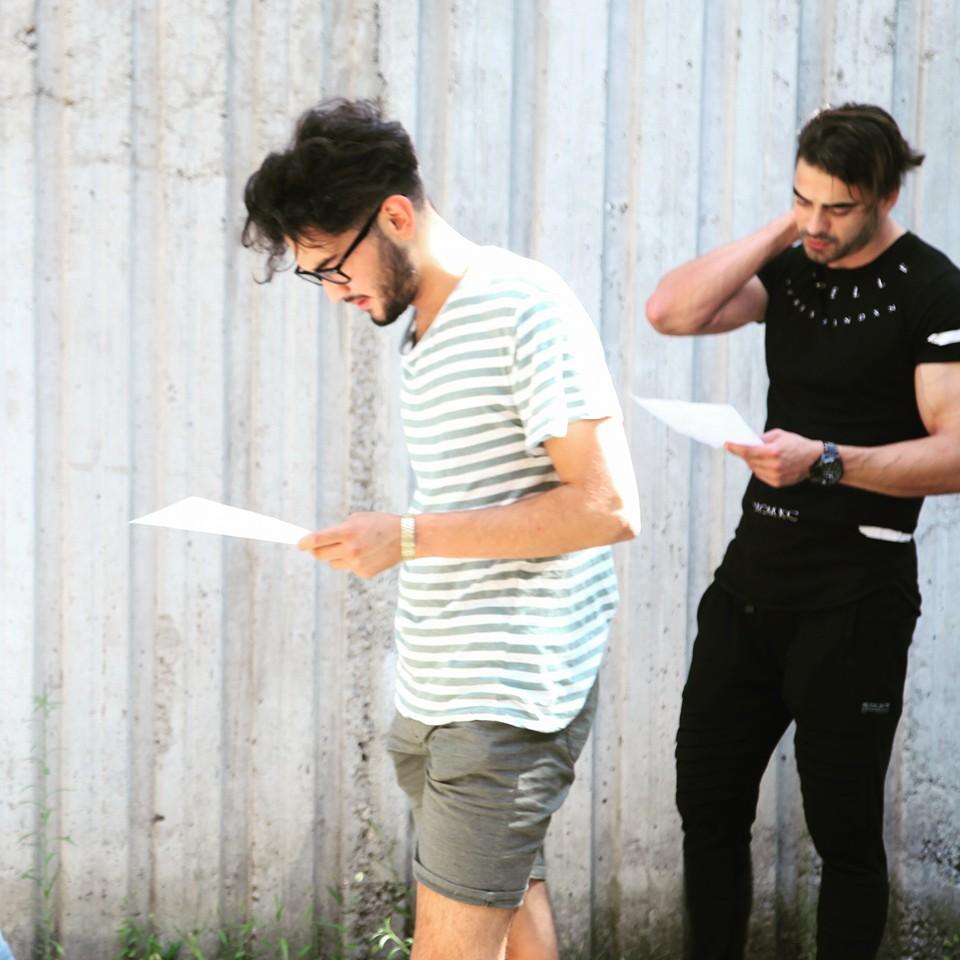 Ezber Zamanı! Belçika'dan gelen öğrencilerimiz, eğitmenimiz Ayşegül Baydar'ın ''İçimdeki Oyuncu'' dersi öncesi son hazırlıklarını yapıyorlar..